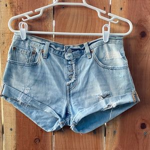 Levis distressed shorts buttons